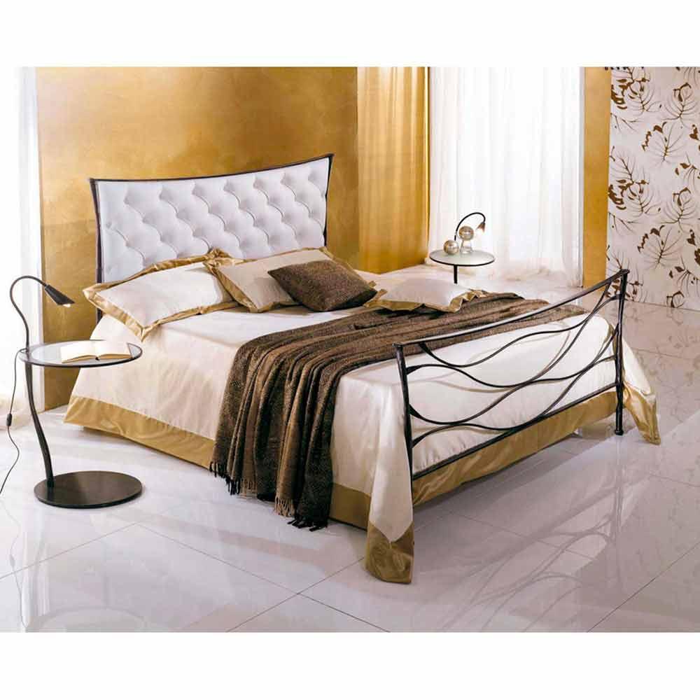 Una cama de plaza y media hierro forjado hydra capitonne for Futon cama plaza y media