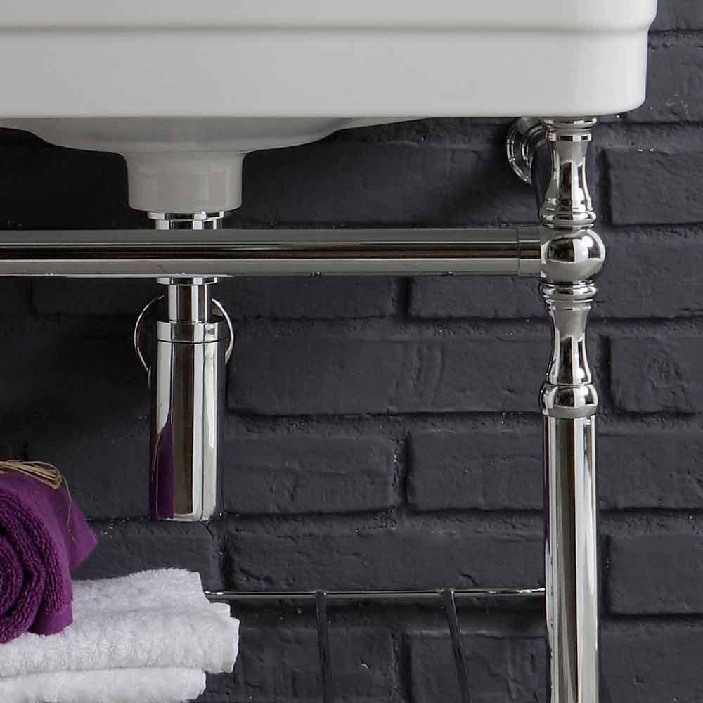 composición de muebles de baño con lavabo estructura metálica de belleza