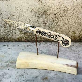 Antiguo cuchillo de amor hecho a mano en cuerno y acero fabricado en Italia - Amour