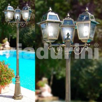 Kristel, lámpara de jardín clásica de tres luces hecha en Italia.