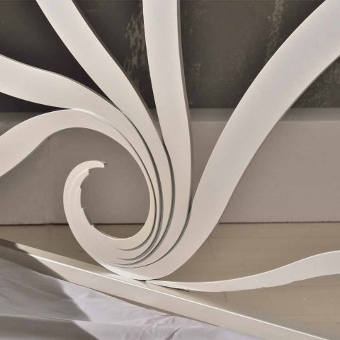 Cama doble de diseño hecha de hierro con decoraciones de cristal Eden