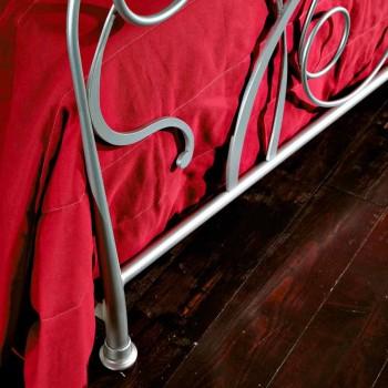 cama doble en el arte del hierro con las piernas afiladas Zoe