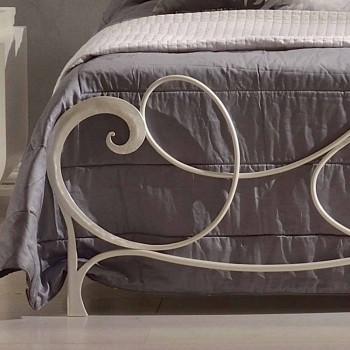 cama doble en hierro forjado con decoración de clave de sol Athena