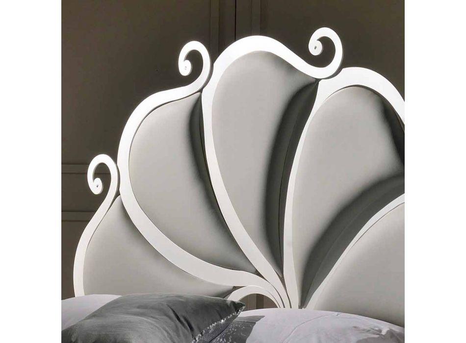 cama doble tapizada con cristales de hierro Kimberly