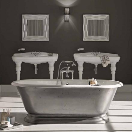 el diseño del baño en el baño de hierro fundido con acabado brillante Pierce