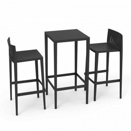 Vondom Spritz colocó muebles de mesa de jardín y dos taburetes negros